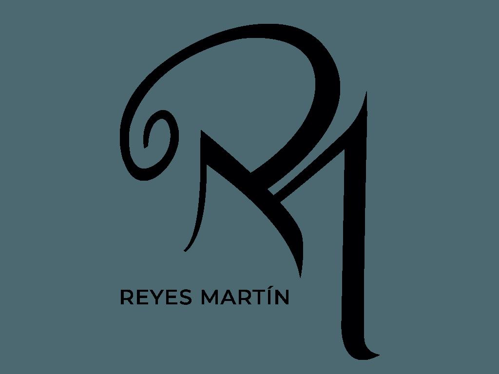 Logotipo Reyes Martín con fondo transparente