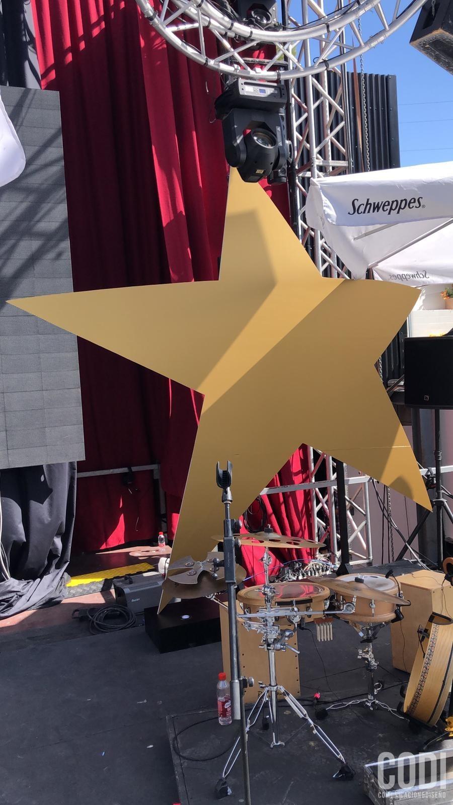 Estrella gigante de Starlite sobre el escenario