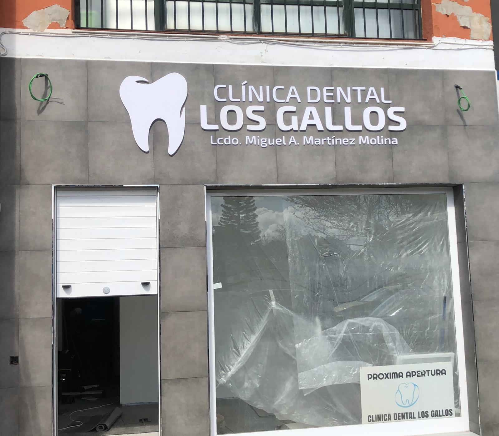 Fachada del local de dentista Los gallos