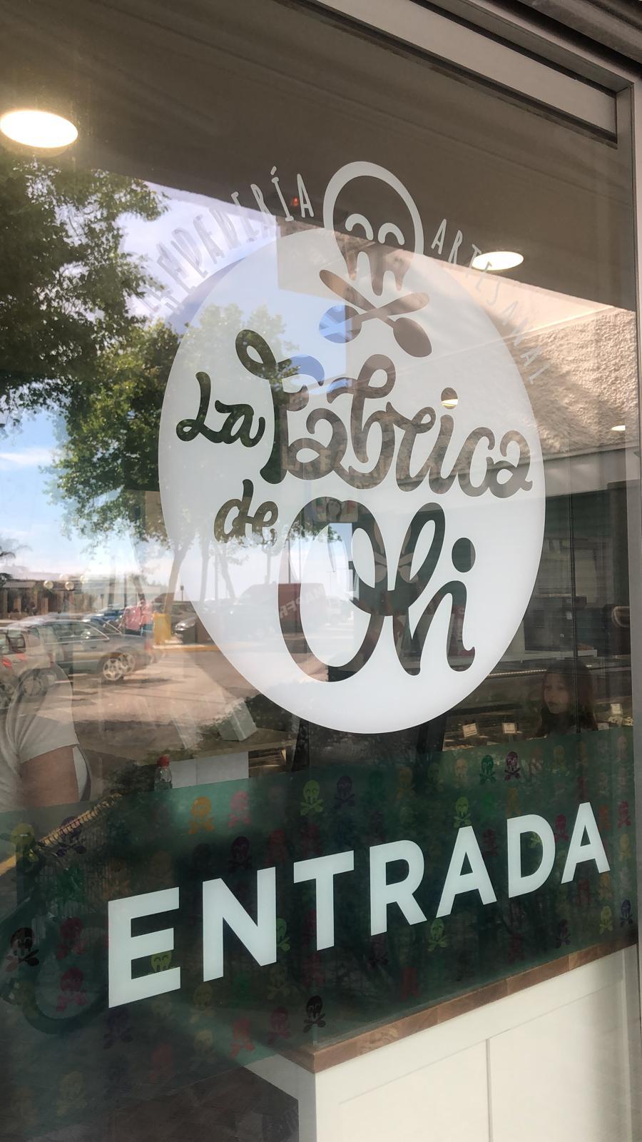 Vinilo con logotipo de La fábrica de Oli