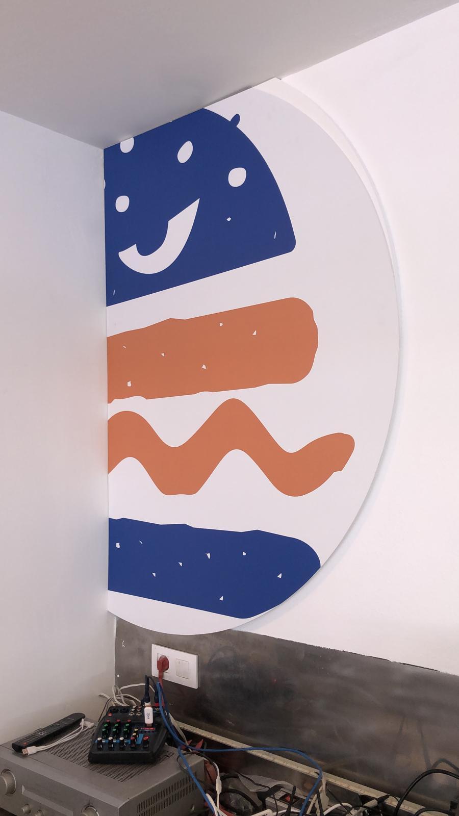 Logotipo en gran formato sobre pared de Malvado Burger